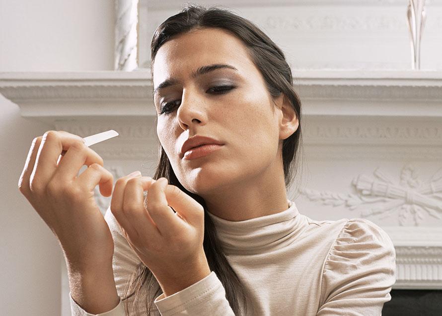 Smalto semipermanente o gel per la ricostruzione unghie per una cerimonia?