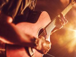 Un disco con una chitarra scordata: l'esordio di Mauro Calderone